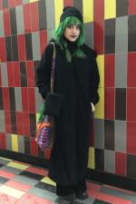 Look de métro: Lora, 20 ans. Étudiante en cinéma.