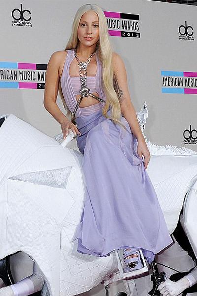 AMA-2013-Best-Lady-Gaga-2
