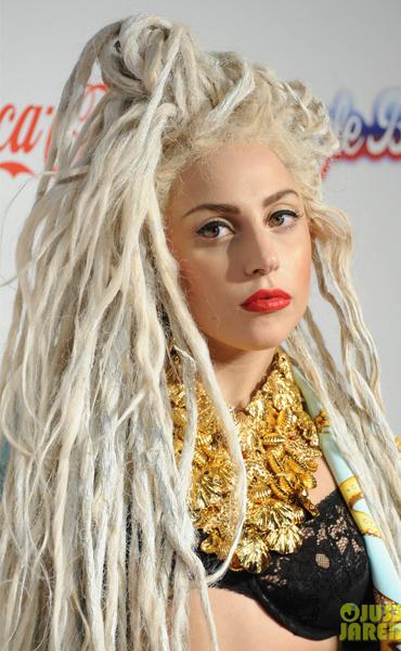 8Dec2013-Lady-Gaga-2