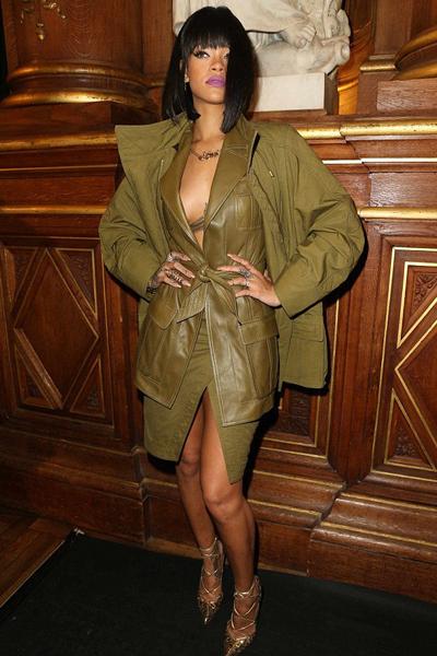 28Fev14-Rihanna