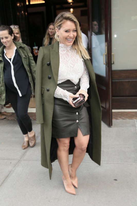 hilary-duff-leaving-her-tribeca-hotel-in-new-york-03-662x993