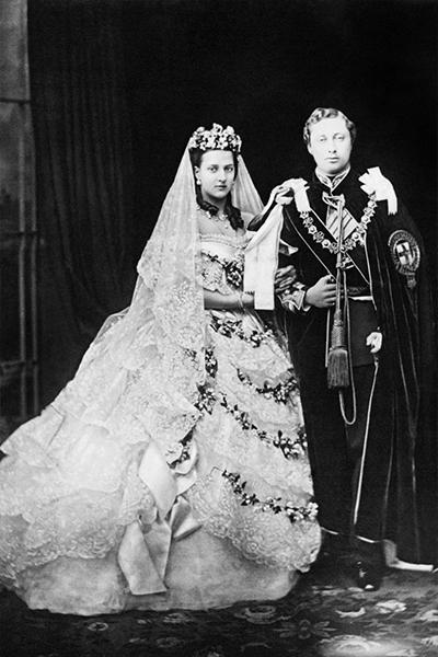 b910af5cd3f Mariage royal   toutes les plus belles robes depuis la reine ...